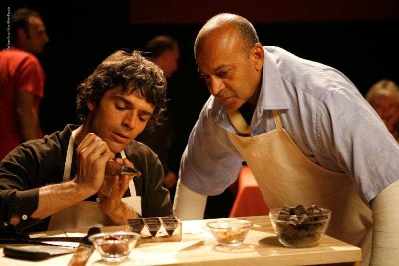 Luca Argentero aspirante cioccolataio in una sequenza di Lezioni di Cioccolato