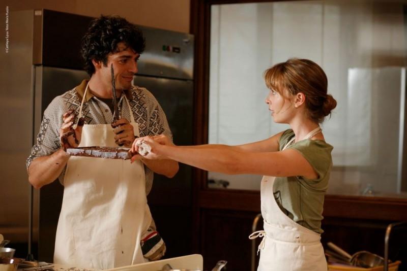 Violante Placido e Luca Argentero alle prese con le loro Lezioni di Cioccolato