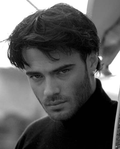 Giulio Berruti. L'attore romano è nato il 27 settembre 1984 sotto il segno della Bilancia