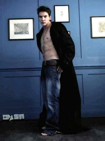 Jonathan Rhys-Meyers in uno scatto sexy- l'attore è nato a Dublino, in Irlanda, il 27 luglio 1977 sotto il segno del Leone.