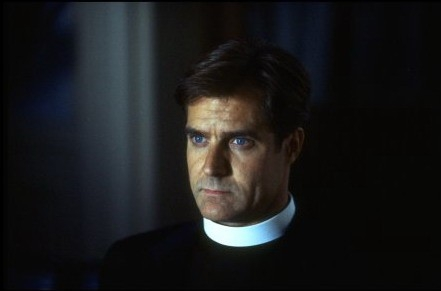 Henry Czerny in una scena di POSSESSED