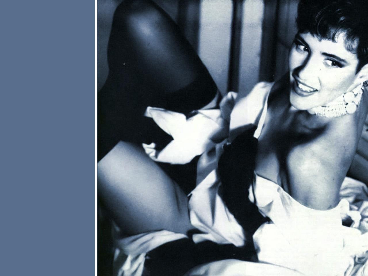Wallpaper di Lucrezia Lante della Rovere in versione sexy