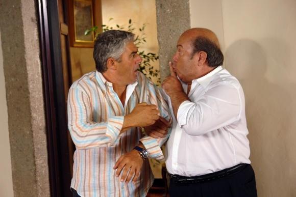 Lino Banfi e Biagio Izzo in una scena del film L'allenatore nel pallone 2