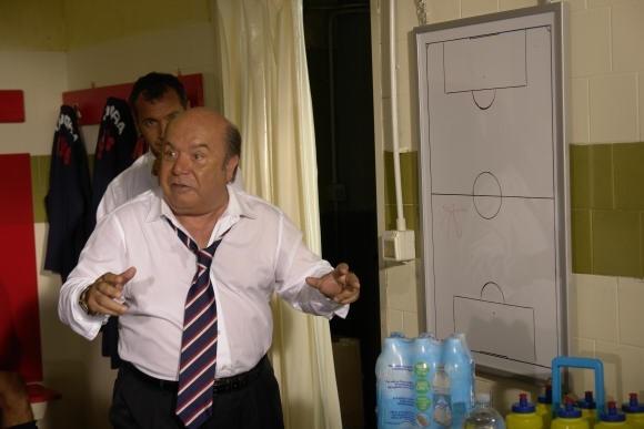 Oronzo Canà (Lino Banfi)  in una scena de L'allenatore nel pallone 2