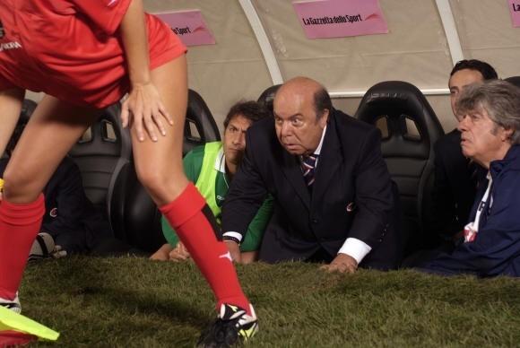 Lino Banfi sulla panchina de L'allenatore nel pallone 2 (2007)