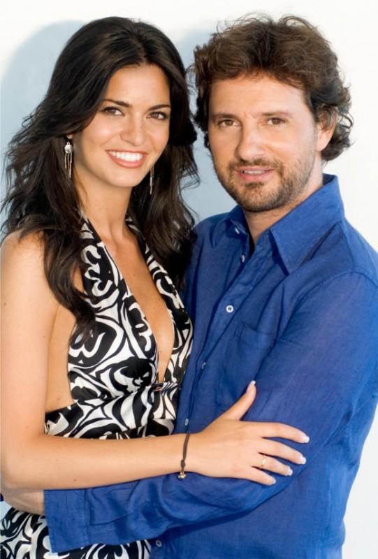 Laura Torrisi con Leonardo Pieraccioni in una immagine promo del film Una moglie bellissima.