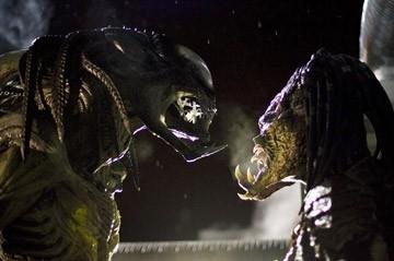 Victoria Bidewell in una sequenza di Alien vs. Predator 2