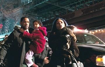 Will Smith, Willow Smith e Salli Richardson-Whitfield in una scena di Io sono leggenda