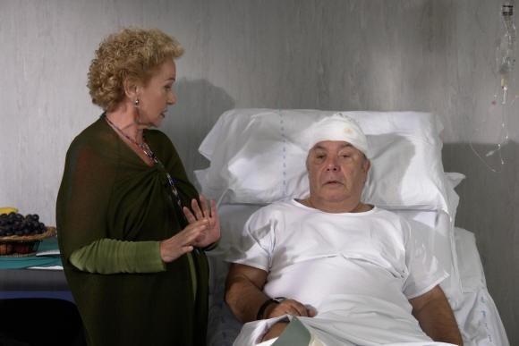 Lino Banfi con Giuliana Calandra in una scena del film L'allenatore nel pallone 2