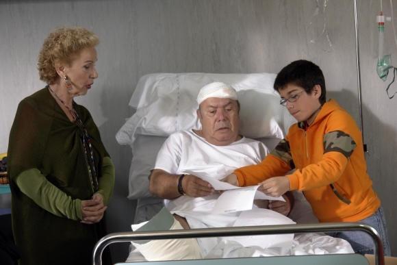 Lino Banfi e Giuliana Calandra in una scena del film L'allenatore nel pallone 2