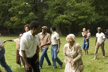 Denzel Washington e Ruby Dee in una scena del film American Gangster
