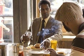 Denzel Washington nel film American Gangster