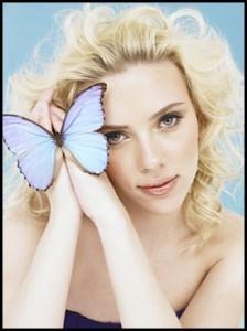 Una farfalla blu per Scarlett Johansson