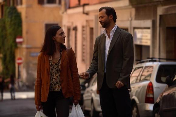 Fabio Volo accanto ad Ambra Angiolini in una scena del film Bianco e Nero