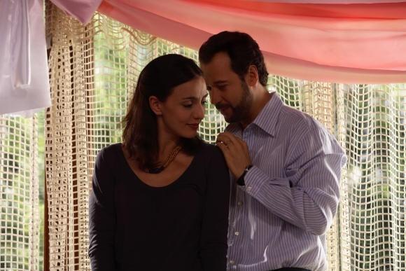 Fabio Volo e Ambra Angiolini in una sequenza del film Bianco e Nero