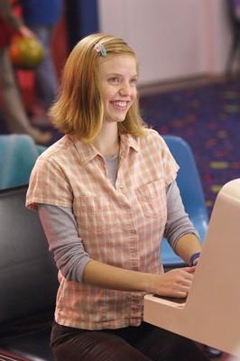 Kelli Garner in una scena di Lars e una ragazza tutta sua