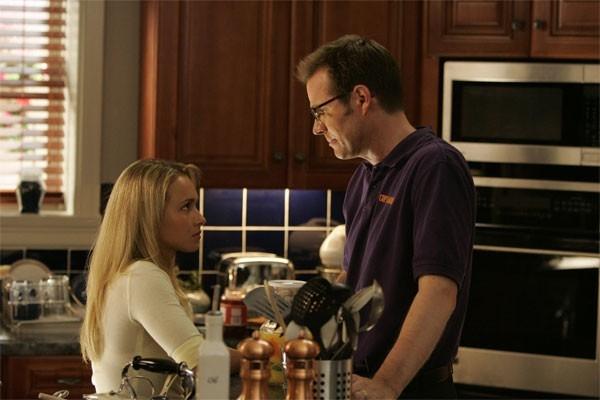 Heroes Volume II - Episodio 2: Conversazione in cucina tra Claire (Hayden Panettiere) e Noah (Jack Coleman)