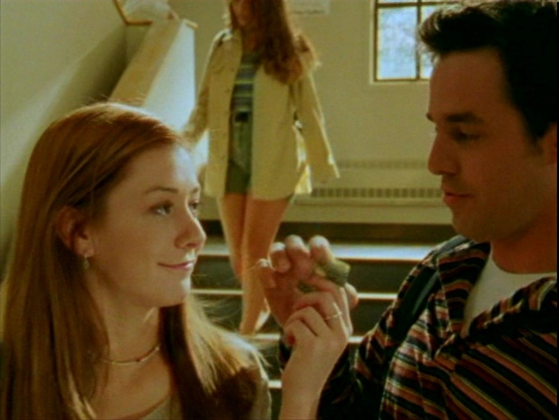 Alyson Hannigan e Nicholas Brendon in una scena dell'episodio 'L'ombra del maestro' di Buffy - L'ammazzavampiri