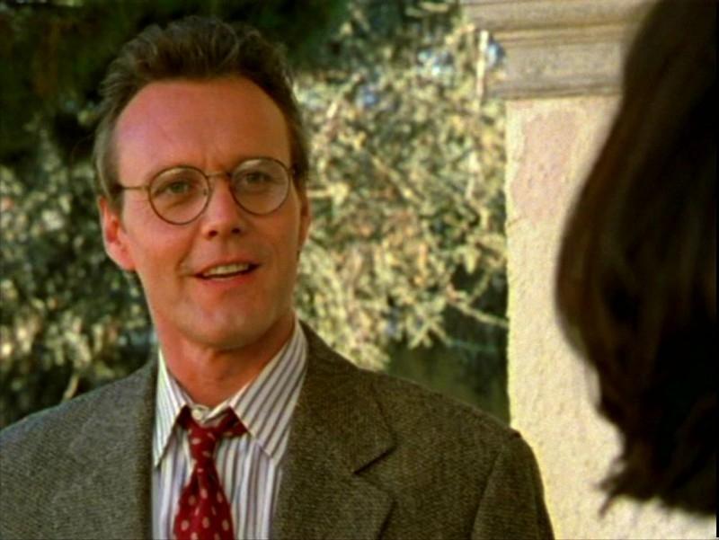 Anthony Head in una scena dell'episodio 'L'ombra del maestro' di Buffy - L'ammazzavampiri