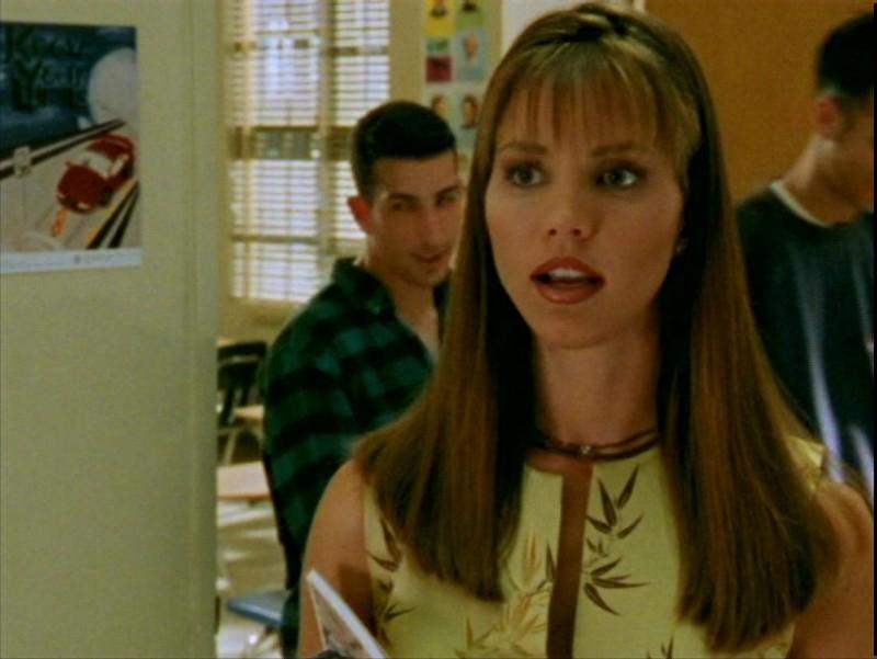 Charisma Carpenter in una scena dell'episodio 'L'ombra del maestro' di Buffy - L'ammazzavampiri