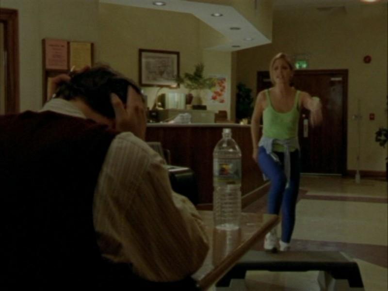 Anthony Head e Sarah Michelle Gellar in una scena dell'episodio 'Oscurità' di Buffy - L'ammazzavampiri