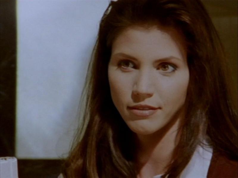 Charisma Carpenter in una scena dell'episodio 'Halloween' di Buffy - L'ammazzavampiri