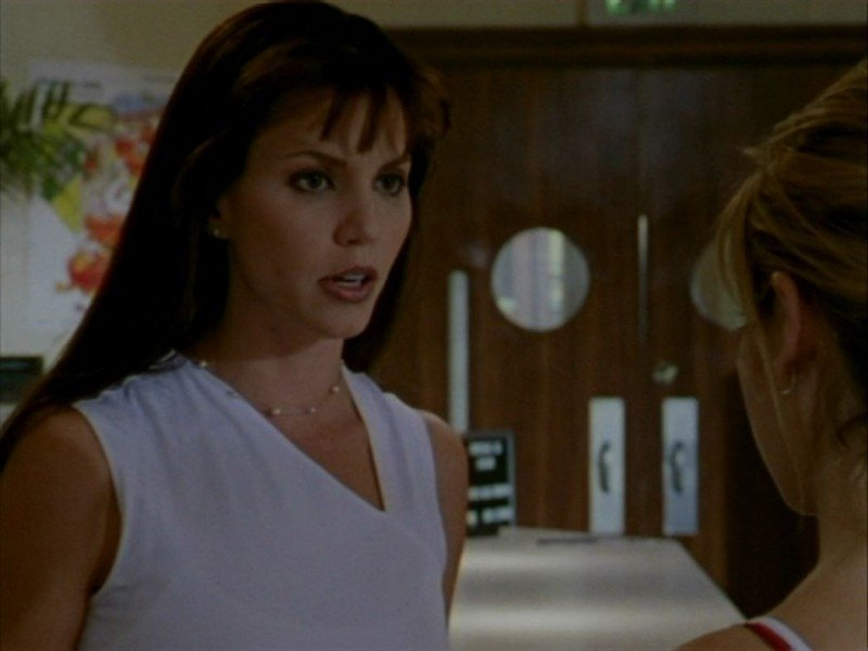 Charisma Carpenter in una scena dell'episodio 'Oscurità' di Buffy - L'ammazzavampiri