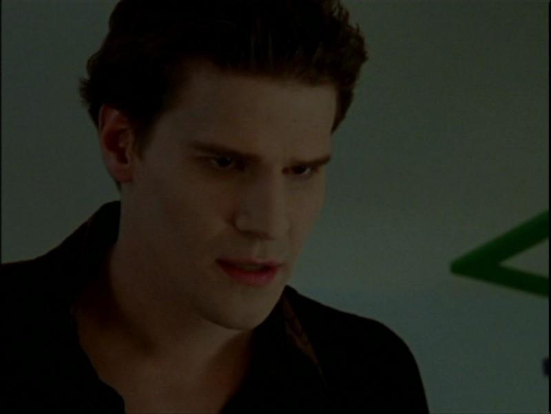 David Boreanaz in una scena dell'episodio 'La verità fa male' di Buffy - L'ammazzavampiri