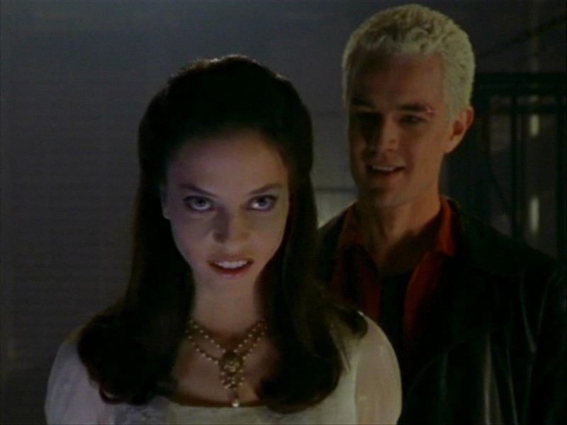 James Marsters e Juliet Landau in una scena dell'episodio 'Un avversario pericoloso' di Buffy - L'ammazzavampiri