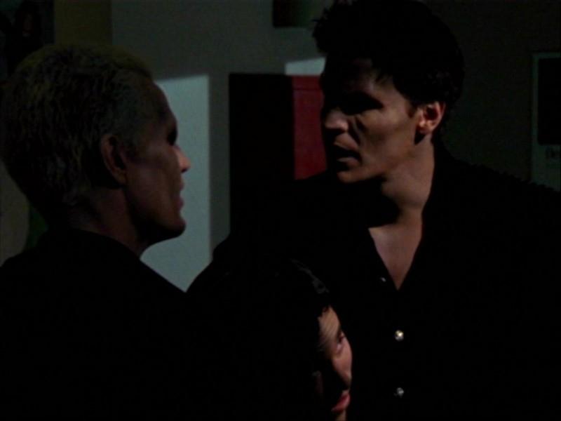 James Marsters, Nicholas Brendon e David Boreanaz in una scena dell'episodio 'Un avversario pericoloso' di Buffy - L'ammazzavampiri