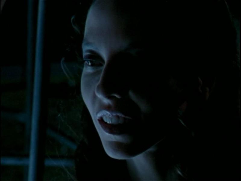 Juliet Landau nell'episodio 'La verità fa male' di Buffy - L'ammazzavampiri