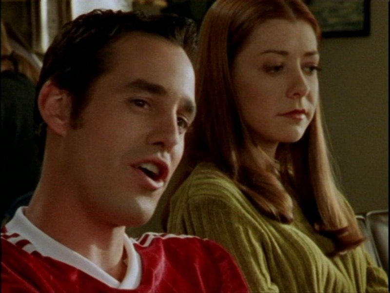 Nicholas Brendon e Alyson Hannigan in una scena dell'episodio 'La verità fa male' di Buffy - L'ammazzavampiri