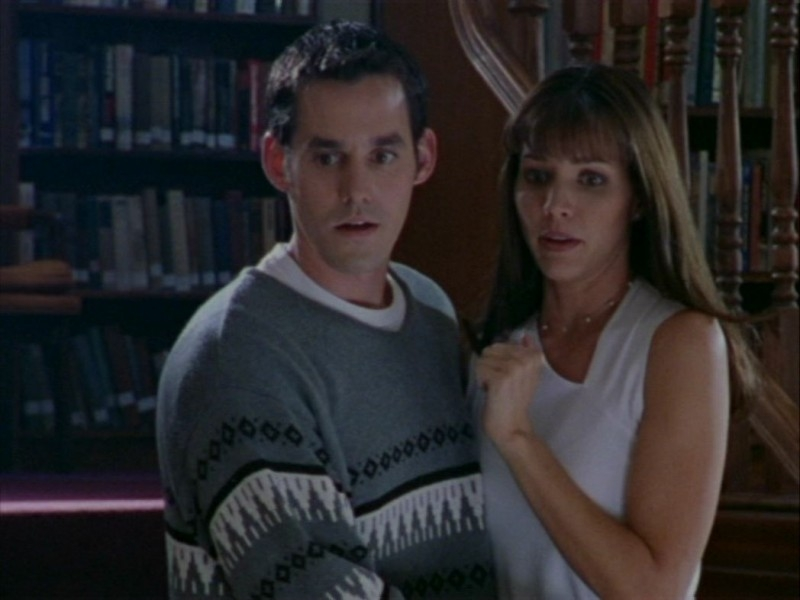 Nicholas Brendon e Charisma Carpenter in una scena dell'episodio 'Oscurità' di Buffy - L'ammazzavampiri