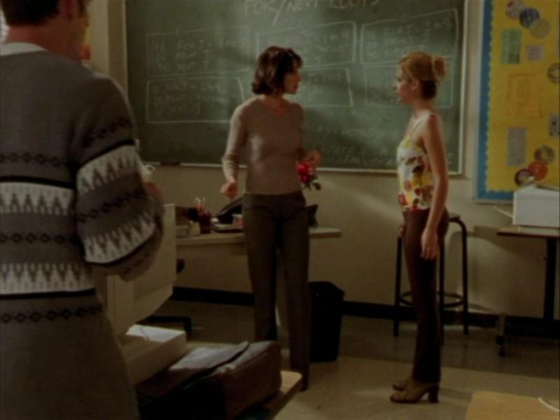 Robia LaMorte e Sarah Michelle Gellar in una scena dell'episodio 'Oscurità' di Buffy - L'ammazzavampiri