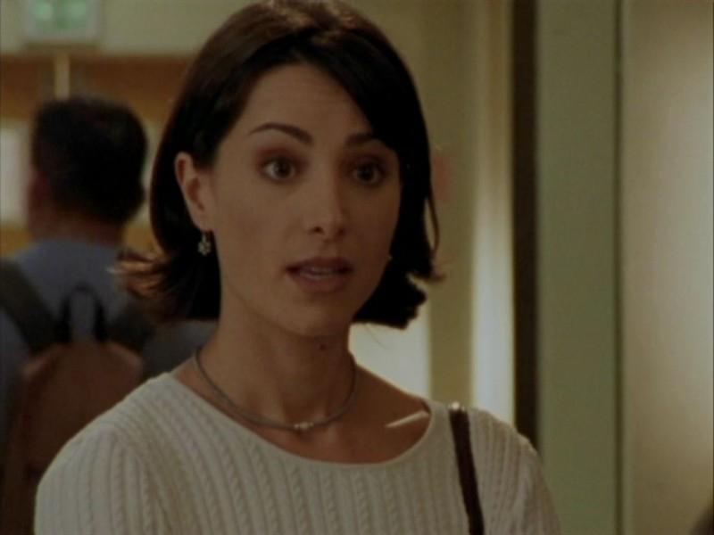 Robia LaMorte in una scena dell'episodio 'Oscurità' di Buffy - L'ammazzavampiri