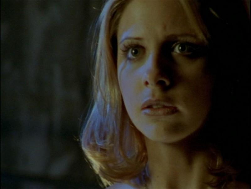 Sarah Michelle Gellar in una scena dell'episodio 'La verità fa male' di Buffy - L'ammazzavampiri