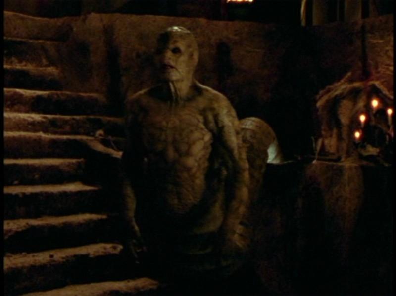 Una scena dell'episodio 'Festa macabra' di Buffy - L'ammazzavampiri