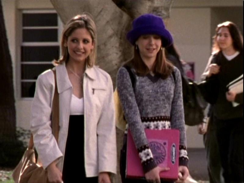 Alyson Hannigan e Sarah Michelle Gellar in una sequenza dell'episodio 'Sorpresa' di Buffy - L'ammazzavampiri