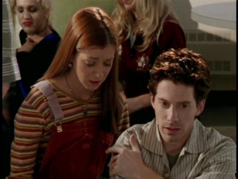 Alyson Hannigan e Seth Green in una scena dell'episodio 'L'unione fa la forza (2° parte)' di Buffy - L'ammazzavampiri