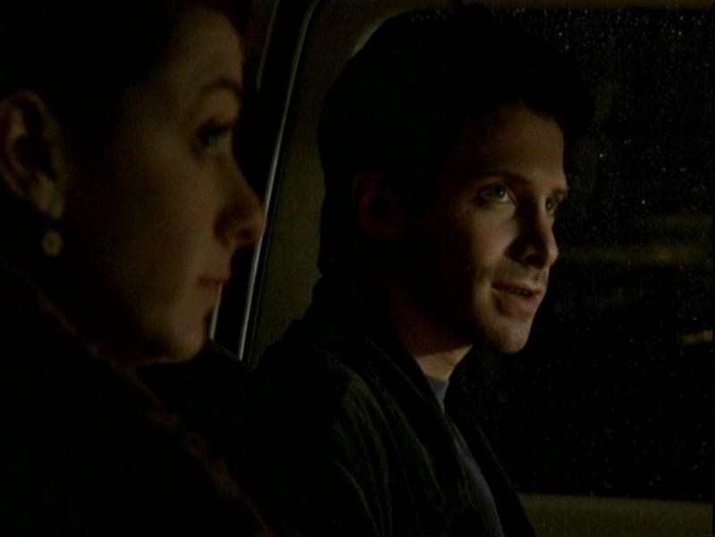 Alyson Hannigan e Seth Green in una scena dell'episodio 'Un attimo di felicità' di Buffy - L'ammazzavampiri