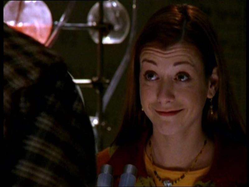 Alyson Hannigan in una scena dell'episodio 'Il fidanzato di mamma' di Buffy - L'ammazzavampiri