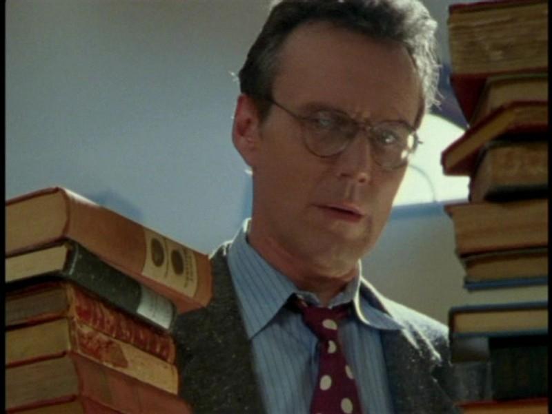 Anthony Head in una scena dell'episodio 'L'unione fa la forza (1° parte)' di Buffy - L'ammazzavampiri