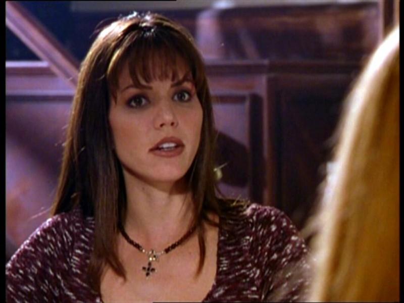 Charisma Carpenter in una scena dell'episodio 'Il fidanzato di mamma' di Buffy - L'ammazzavampiri