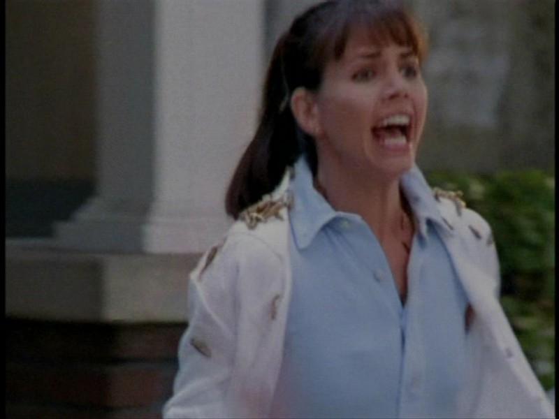 Charisma Carpenter in una sequenza dell'episodio 'L'unione fa la forza (2° parte)' di Buffy - L'ammazzavampiri
