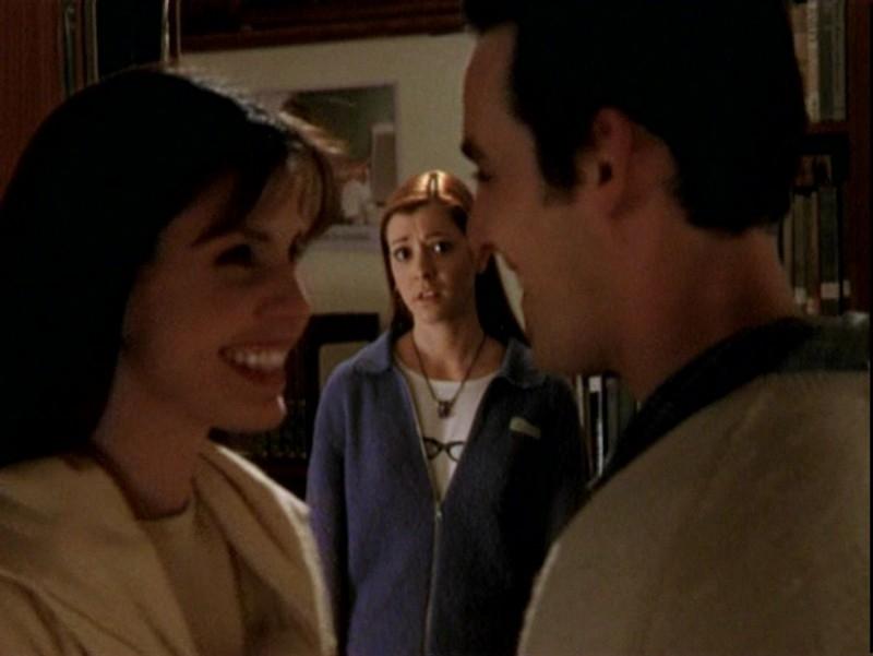 Charisma Carpenter, Nicholas Brendon e Alyson Hannigan  in una scena dell'episodio 'Un attimo di felicità' di Buffy - L'ammazzavampiri