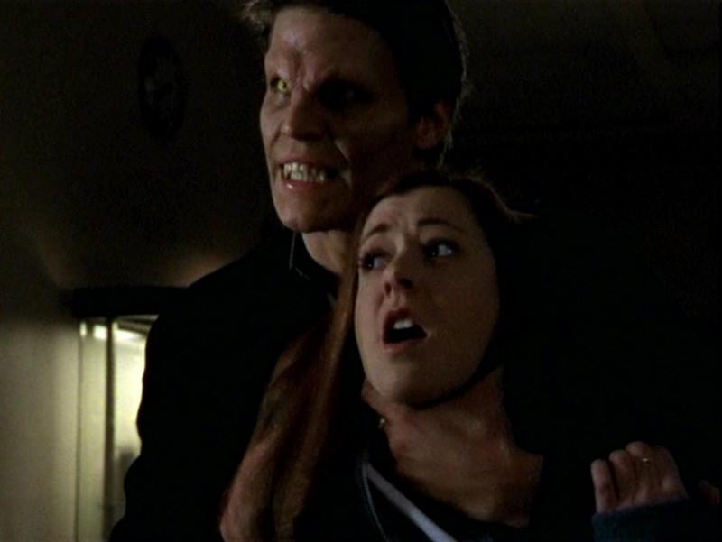 David Boreanaz e Alyson Hannigan in una scena dell'episodio 'Un attimo di felicità' di Buffy - L'ammazzavampiri