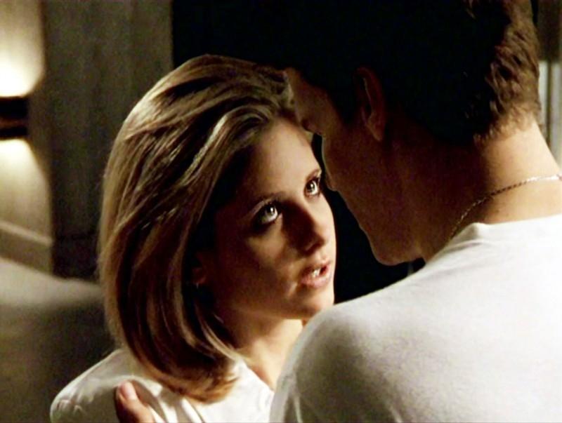 David Boreanaz e Sarah Michelle Gellar in una sequenza dell'episodio 'Sorpresa' di Buffy - L'ammazzavampiri