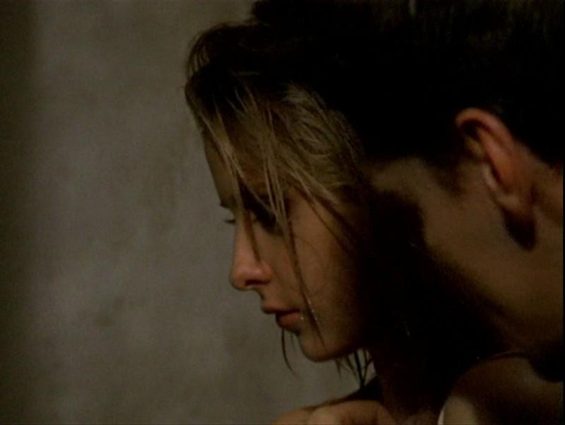David Boreanaz e Sarah Michelle Gellar in una sequenza memorabile dell'episodio 'Sorpresa' di Buffy - L'ammazzavampiri