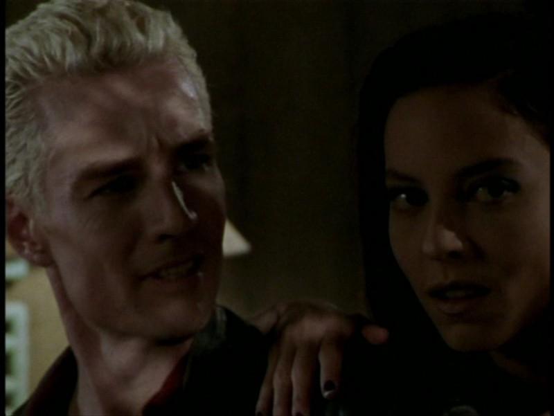 James Marsters e Juliet Landau in una scena dell'episodio 'L'unione fa la forza (2° parte)' di Buffy - L'ammazzavampiri