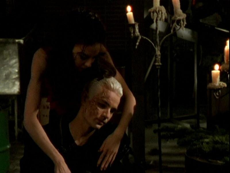 James Marsters e Juliet Landau in una scena dell'episodio 'Sorpresa' di Buffy - L'ammazzavampiri